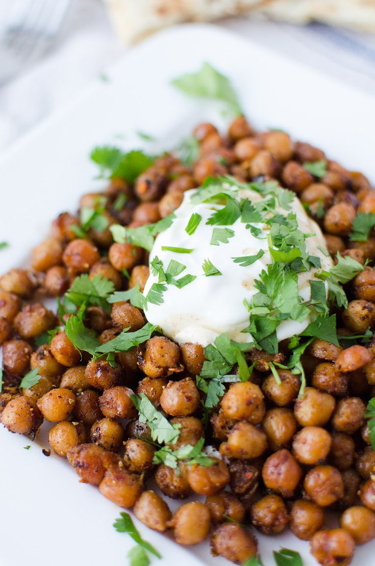 Dinner is ready in just 15 minutes! Roasted Indian chickpeas with tamarind sauce, yogurt and cilantro. Healthy, high protein and easy! | www.delishknowledge.com