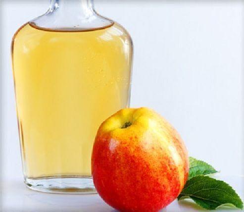 Remedios caseros para el sudor de pies: vinagre de manzana