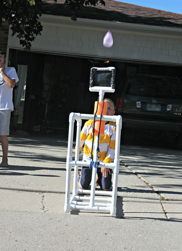 PVC Water Balloon Catapult. You know you'd have fun with this. Click through to see how Michelle Hinckley of 4 Men 1 Lady made it. Then make one for yourself. || @4men1Lady