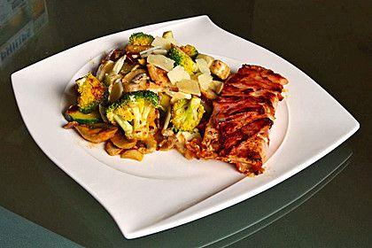 Lachs von Bacon umrollt, mit pikanter Gemüsepfanne und Feta-Käse, ein sehr leckeres Rezept aus der Kategorie Dünsten. Bewertungen: 216. Durchschnitt: Ø 4,6.
