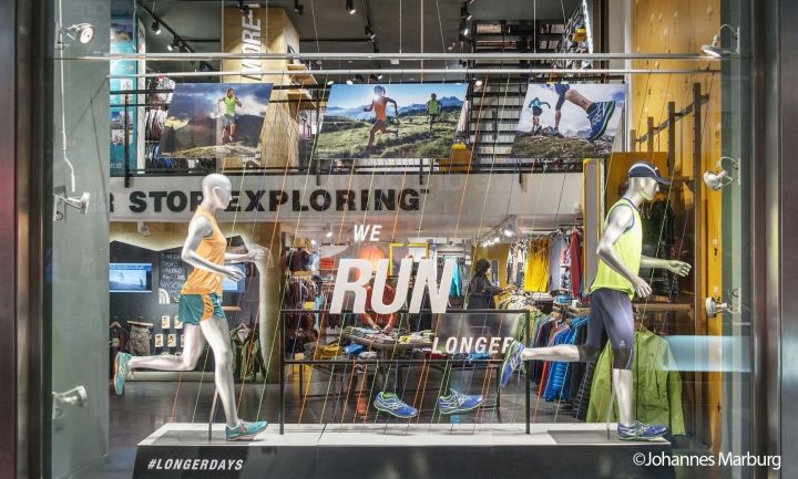The north face flagship store by green room milan italy for Green room retail design