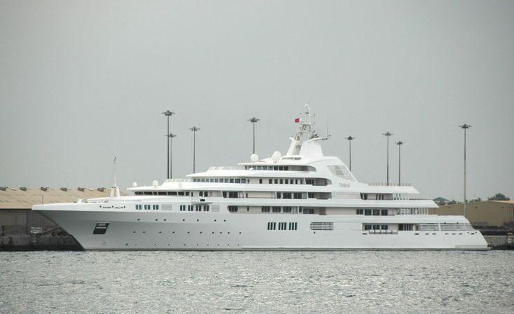 Le Dubaï - 350 millions $ . Propriété du Cheikh de Dubai , équipé d'une piscine , un spa , une cage d'escalier en verre et un héliport normal ! , 2éme plus gros Yacht du monde