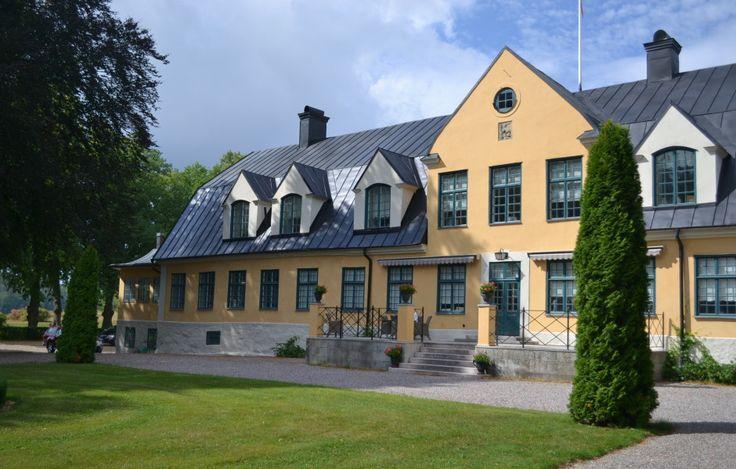 Säby Gård, Strängnäs. Fasadsystem:  Weber Kalkbrukssystem – Puts på tegel. Fasadentreprenör:  Mälardalens Mur & Puts.