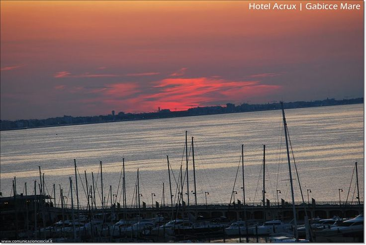 Lo spettacolo del cielo!! #tramonto #cielo #gabicce #HotelAcrux