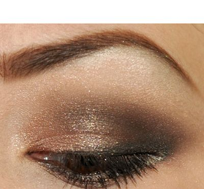 She walks you through the product and provides a link to the urban decay tutorial. Excellent look and tool