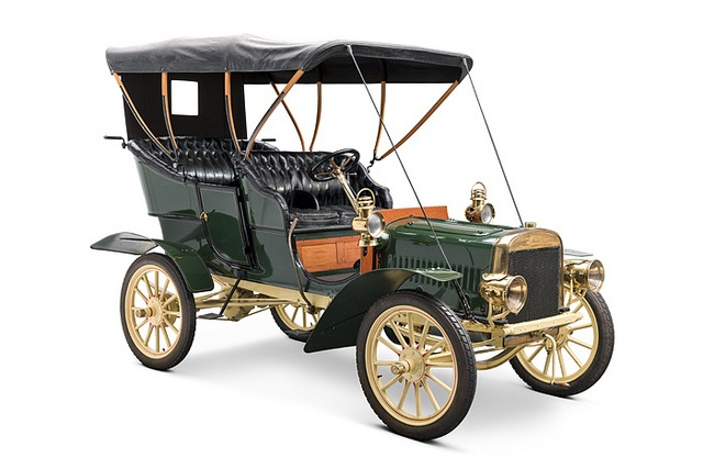 1905 Ford Model B Touring Car on display in the Driving America Exhibit