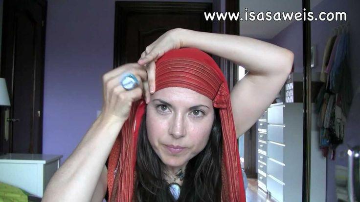 Preguntas frecuentes en http://www.isasaweis.com/belleza-y-maquillaje/moda/video/como-hacer-un-turbante-al-estilo-carrie-bradshaw