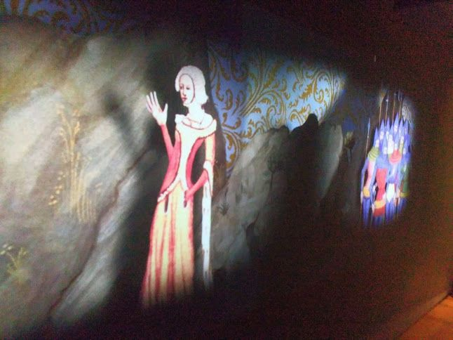 Dům U Zlatého prstenu Praha,http://en.muzeumprahy.cz/house-at-the-golden-ring/. Magická tapeta Dům u Zlatého prstenu 📷 Johana Hájková In Prague Cz