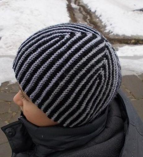 Вязанная шапка для мальчика спицами с описанием.