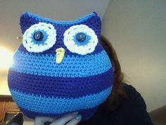 An adorable owl pillow pattern that is perfect for using up those leftover scraps of yarn!