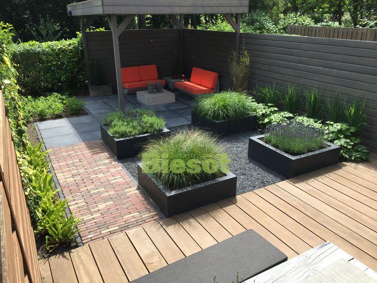 Design Tuinen Zomer  Gespecialiseerd in het ontwerpen aanleggen en onderhouden van tuinen  Meer