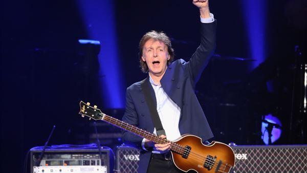 """ROSKILDE FESTIVAL, DANMARK. Her viser Paul McCartney """"hvor skabet skal stå""""   Roskilde   DR 2015, DENMARK, I will be there with all my memories and emotions..."""