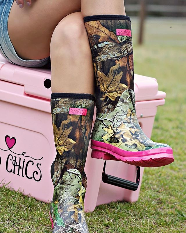 Pretty in Camo Boots - Pink