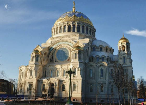 """the architecture of cathedrals and great Many of these can be """"read"""" in its architecture and more stairs within the cathedral elevate the great choir and chapels, and above them the high altar."""