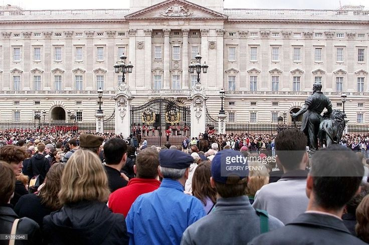 13th September 2001. Two days after 9/11, thousands - many American - gathered at the gates of Buckingham Palace for the Changing of the Guard ceremony. As a mark of respect and sympathy, Royal tradition and protocol were set aside and the Band of the Coldstream Guards played the US National Anthem, The Star Spangled Banner - a song written during the American War of Independence.