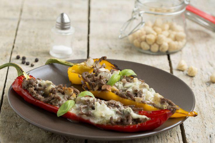 Recept: gevulde paprika's met hazelnoot en gorgonzola. #gevuldegroenten #makkelijkensimpel #recept #recepten #paprikas #paprika #puntpaprika #noten #gorgonzola #groenten #uitdeoven