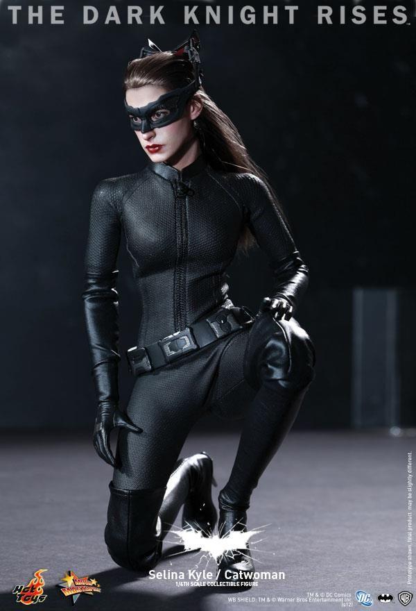 """Finalmente a Hot Toys divulgou a figura da Mulher-Gato, Selina Kyle, do filme """"Batman –.."""
