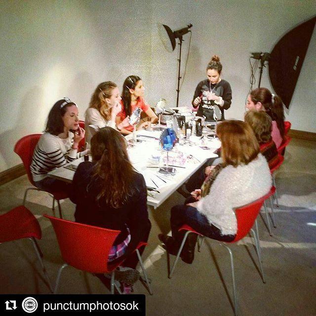 • Seminario de #automaquillaje •  #Hoy en el #curso nuestras siete alumnas aprendieron a #maquillarse 💄 en @punctumphotosok 📷 💣¡Próximamente curso de autopeinado, manicuria inicial & nail art!💣 #Makeup #Hair #mujer #belleza #beauty #friends #hair #look #tips #lancome #maybelline #eyes #trends #trendy #trend #benefit #maccosmetics #toofaced #kryolan #makeupforever #urbandecay