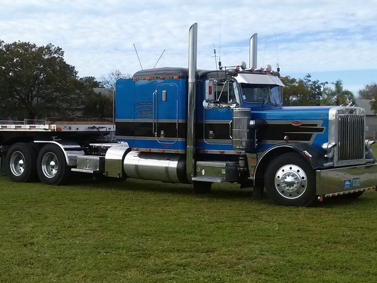 Owner operator william hall bought this 1986 peterbilt 359 for Wood floor for 379 peterbilt