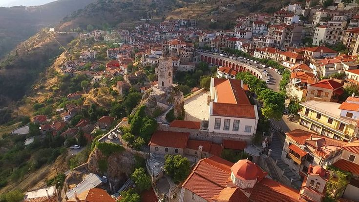 Visit Greece | Are you planning your forthcoming  ski trip this Christmas? Go on winter vacations to Arachova,  a mountainous village nestled picturesqurly on the foot of Mt. Parnassos.  #VisitGreece #Greece #Arachova