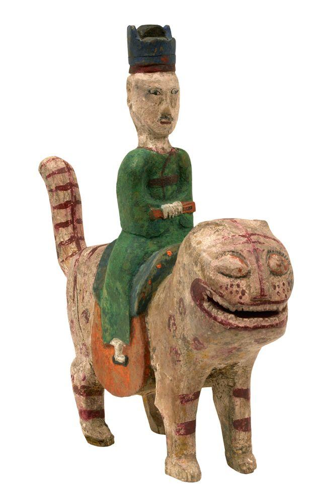 """전통상여 장식물 '꼭두'…당신이 몰랐던 이야기, """"Kokdu,""""Korean traditional wooden figurines which were used to adorn a bier to drive out evil spirits for the deceased."""