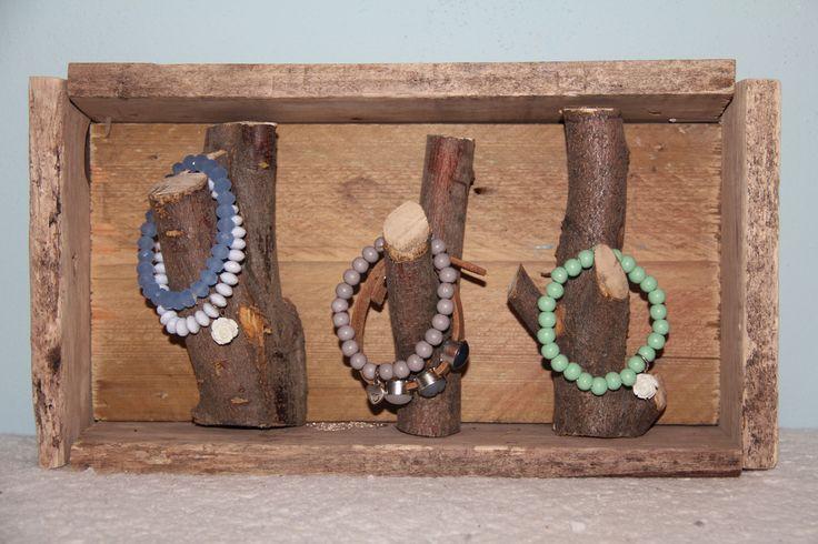 WOOD sieradenhouder, geef je sieraden een natuurlijke sfeer! ;) voor meer: www.wooddesign.jouwweb.nl