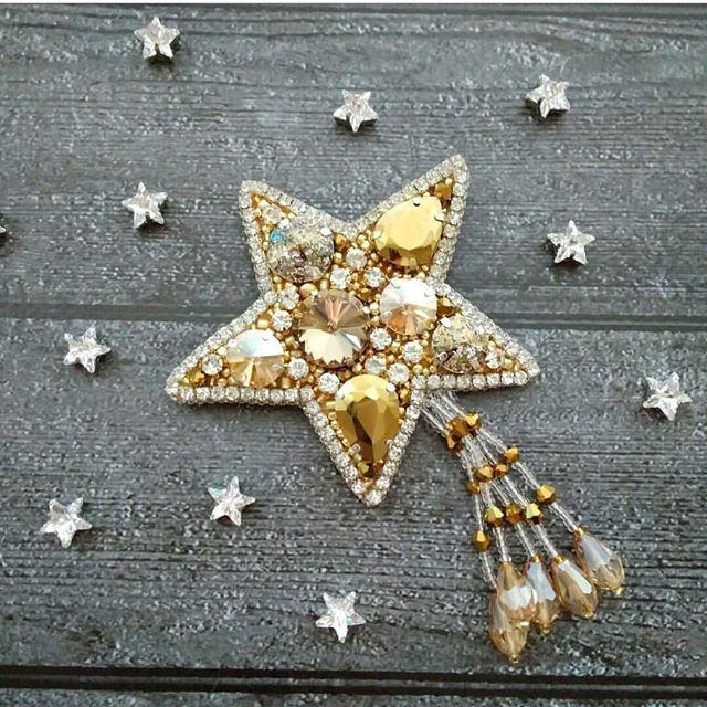 Автор @katringezey_jewelry 〰〰〰〰〰〰〰〰〰〰〰〰〰〰 По всем вопросам обращайтесь к авторам изделий!!! #ручнаяработа #брошьизбисера #брошьручнойработы #вышивкабисером #мастер #бисер #handmade_prostor #handmadejewelry #brooch #beads #crystal #embroidery #swarovskicrystals #swarovski #купитьброшь #украшенияручнойработы #handmade #handemroidery #брошь #кольеручнойработы #кольеизбисера #браслеты #браслетручнойработы #сутажныеукрашения #сутаж #шибори #полимернаяглина #украшенияизполимернойглины