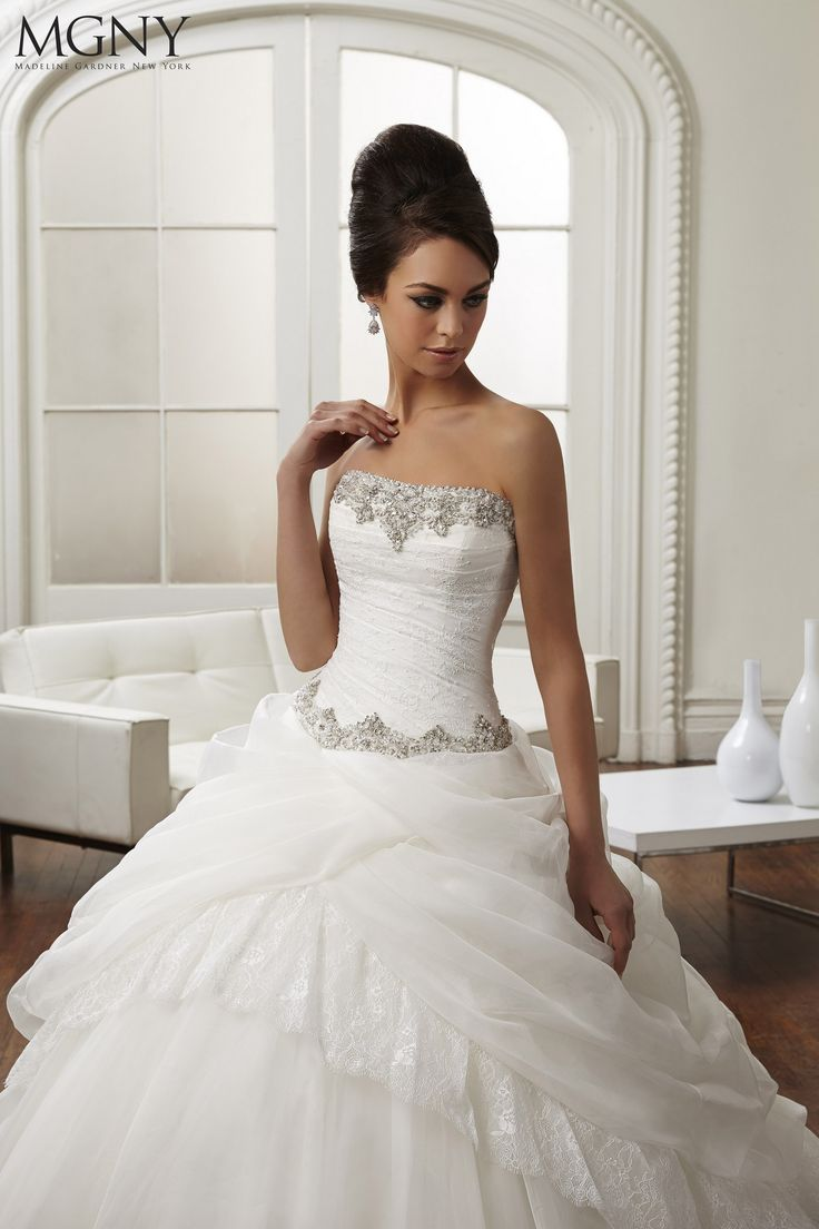 New Noble Ball Gown Bateau Neckline Ruched Top Pick ups Beaded Wedding Dresses with Jacket