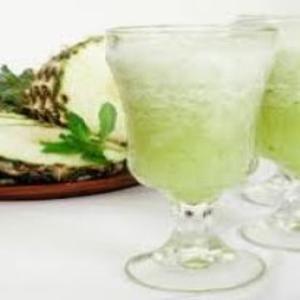 Receita de Suco de cascas de abacaxi com hortelã
