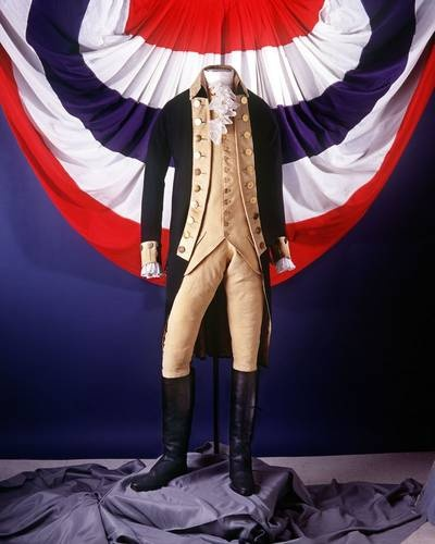 National Museum of American History, Washington, DC.  This is a uniform worn by George Washington during the Revolutionary War.  Omigosh, I could spend DAYS here!