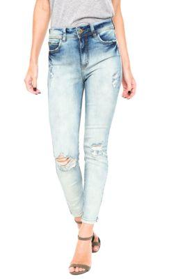 Calça Jeans Colcci Bia Skinny Azul, possui lavagem estonada, cinco bolsos, cinco passantes, pespontos aparentes, modelagem skinny e fechamento por zíper e botão.Confeccionado em jeans 98% algodão e 2% elastano.Medidas: Cintura: 66cm/ Quadril: 72cm/ Gancho: 26cm/ Comprimento: 93cm/ Tamanho: 36.Medidas da Modelo: Altura: 1,78m/ Busto: 88cm/ Cintura: 60cm/ Quadril: 87cm.