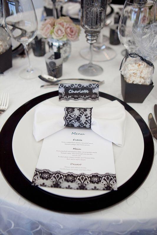 Koronkowe elementy dekoracyjne menu, winietki i opaska na serwetki