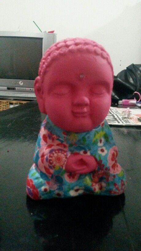 Buda fucsia y flores
