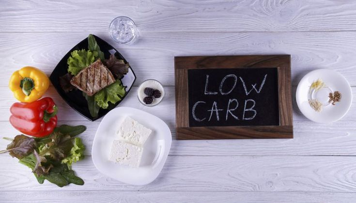 Dietas low carb, aquelas que orientam uma redução no consumo de carboidratos, dando maior espaço a proteínas e gorduras, são consideradas eficazes para um emagrecimento rápido por, além de cortar alimentos refinados, garantir saciedade e controle do apetite.Além de receber orientação de um nutricionista para