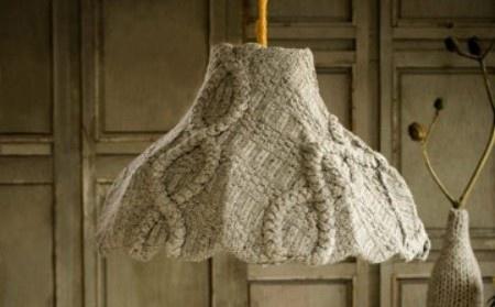 lámpara hecha con un jersey de lana