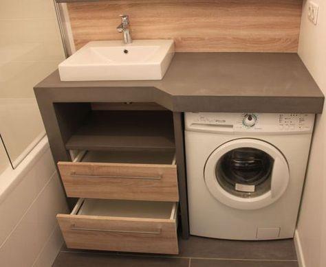Aménager une salle de bain de 4m² qui comprend un lave-linge ? Nous avons relevé le défi en créant un meuble sur-mesure en béton ciré !: