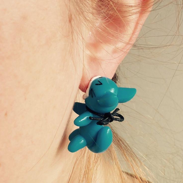 Petit chat mangeur d'oreilles en fimo - boucles d'oreilles