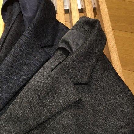 スーツとジャージの風合いを合わせもったセットアップ