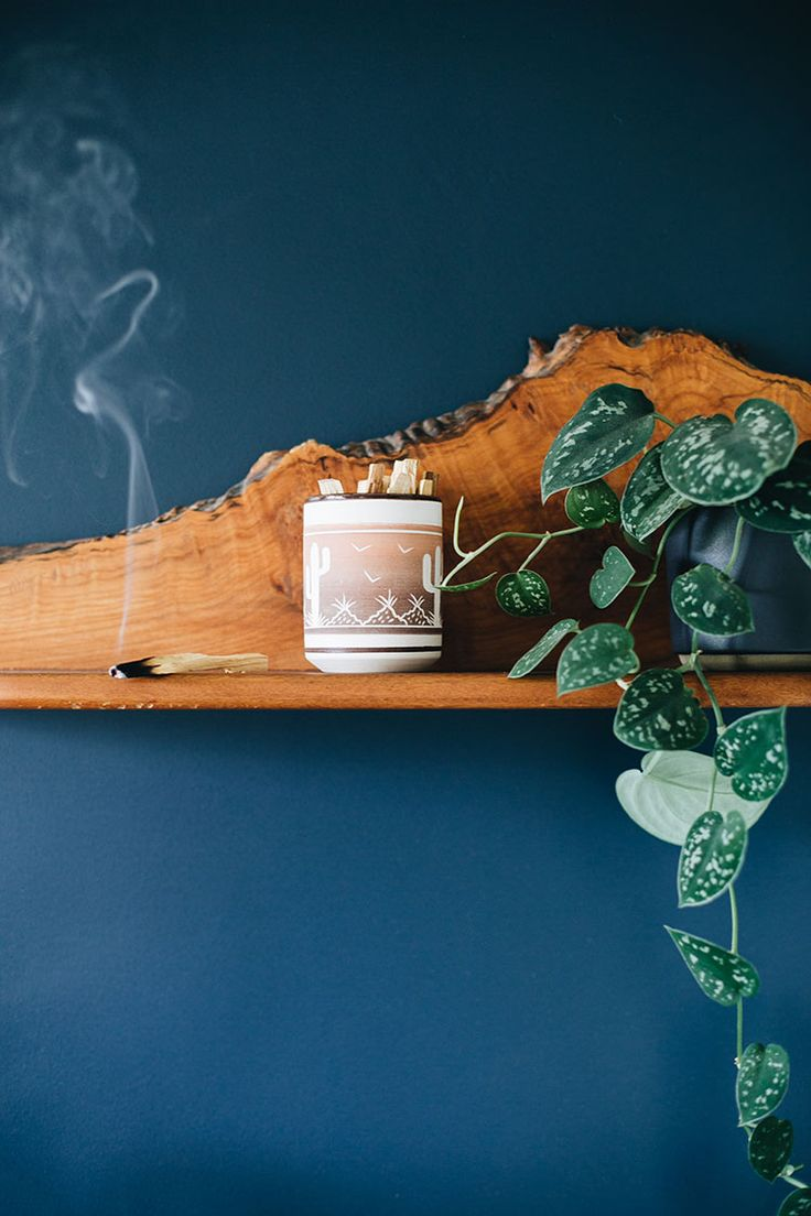 my easy guide to making your home smell amazing + how to burn palo santo! #homefragrance #candles #palosanto #incense