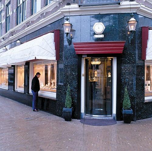 Project: Juwelier Van Hell  Land:Nederland  Plaats:Apeldoorn  Product:Circlelock  Segment:Juweliersbranche