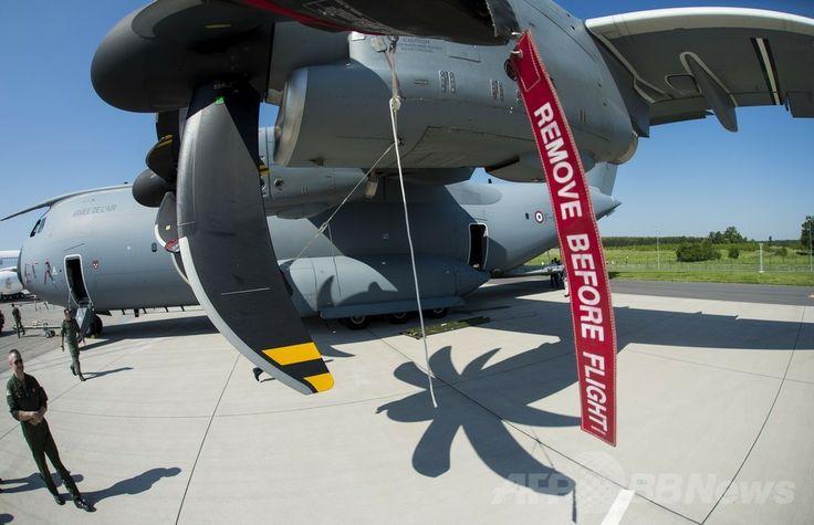 ドイツ・ベルリン(Berlin)で開催のベルリン国際航空宇宙ショー(ILA)で展示された航空宇宙大手エアバス(Airbus)の軍用輸送機(2014年5月20日撮影)。(c)AFP/JOHANNES EISELE ▼22May2014AFP 電気飛行機や無人機が登場、ベルリン国際航空宇宙ショー http://www.afpbb.com/articles/-/3015614 #ILA_Berlin_Air_Show #Internationale_Luft_und_Raumfahrtausstellung_Berlin #Exhibicion_Aeroespacial_Internacional #Salon_aeronautique_international_de_Berlin #Airbus