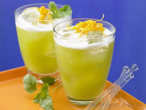 Spargel-Melonen-Cocktail - smarter - mit Zitronenmelisse.  Kalorien: 84 kcal | Zeit: 15 min. #cocktail