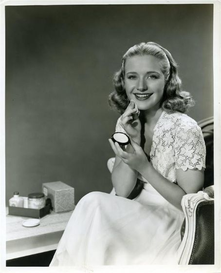 Priscilla Lane, primping away with her powder & compact mirror.