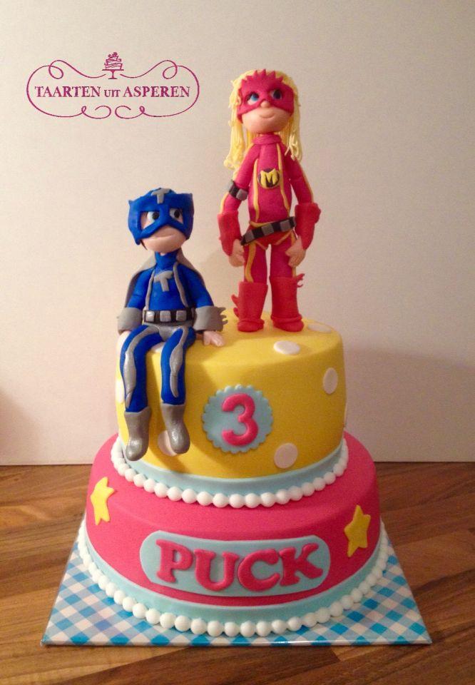 Mega Mindy en Mega Toby samen op de taart