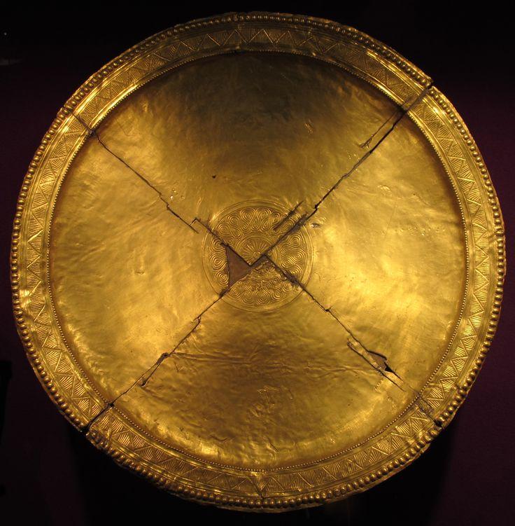 Missorio da Pietroasele. Missorium (gold disk) from Pietroasele hoard.