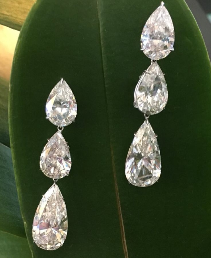 ♕ Lorraine Schwartz ♕  Pendientes de tres perlas. ♥♥