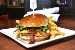 There are burgers, and then there are steakhouse burgers. Sink your teeth into seven of Chicago's best offerings, made with butcher-quality beef and premium ingredients.: Top Chicago Steakhouse Burgers: Harry Caray's Steakhouses