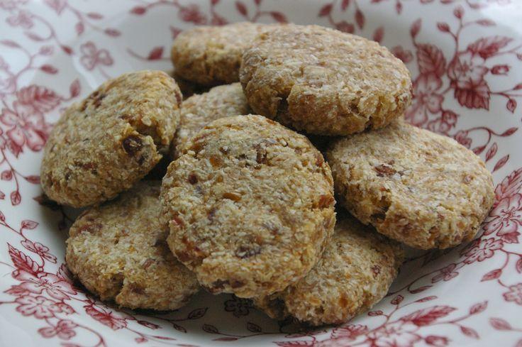 Mhmm! Ik heb heerlijke koekjes gebakken. En het allerbeste is dat deze havermoutkoekjes zuivelvrij, suikervrij, veganproof en vol met vezels zijn! Het recept komt van de blog Voedzo. Mijn vriendin ...