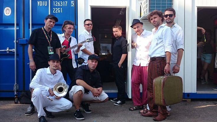 Dubska – zespół otwarty na różne gatunki muzyczne. Grają dub, ska, reggae. Istnieją od 1999 roku i niedługo ukaże się ich kolejna płyta. O tym i wielu innych sprawach rozmawiamy. Zapraszam do czytania http://sylwia-cegiela-professional-profile.blogspot.com/2015/12/wywiad-z-zespoem-dubska.html