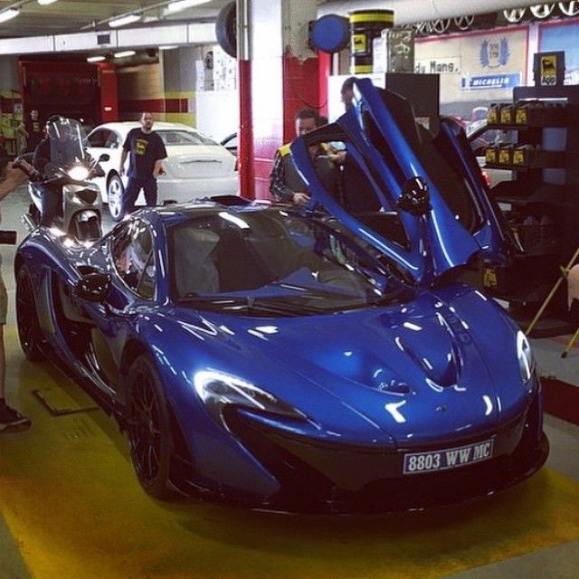 Charmant McLaren P1